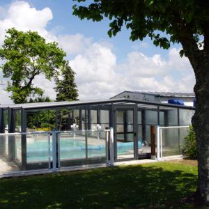 Hotel-piscine-couverture-proche-mer